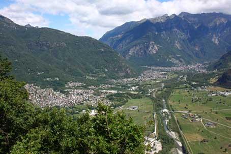 Il fondovalle della Valchiavenna fra Gordona e Chiavenna